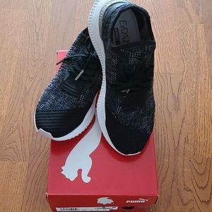 Ladies puma stretchable sneakers (NWOT)